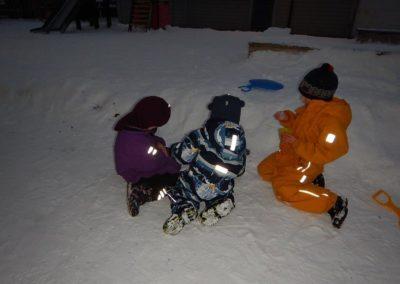 Utelek i snøen